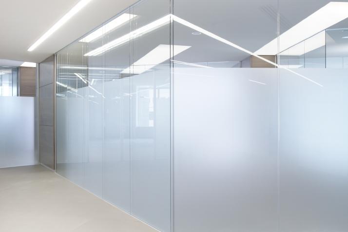 trennw nde aus glas intra muros. Black Bedroom Furniture Sets. Home Design Ideas